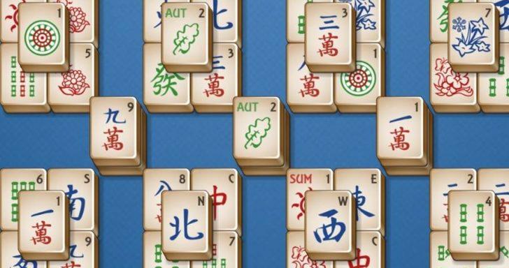 Loginis žaidimas su mahjong kortelėmis.