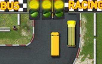 Mokyklos autobusų lenktynės - linksmas ir labai nuotaikingas vairavimo žaidimas.