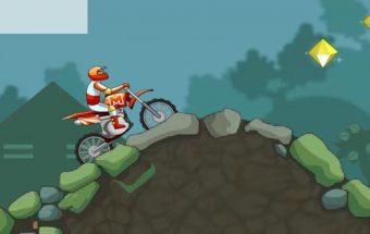 Motociklų lenktynėse reikia įveikti kliūtis.