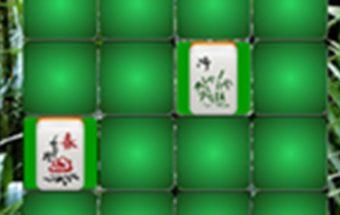 Žaliasis mahjong. Žaidimas smagus ir be galo įdomus bei įtraukiantis mahjong žaidimas yra skirtas visiems žaidėjams, kurie mėgsta žaisti internete įvairiausius nemokamus kaladėlių žaidimus. Žaidimas pradedamas nuspaudus mygtuką PLAY. Visas šis žaidimas yra valdomas tik su kompiuterio pelės pagalba. Jo užduotis: tarp daugybės žalių kaladėlių surasti dvi vienodas ir panaudoti kuo mažiau ėjimų.